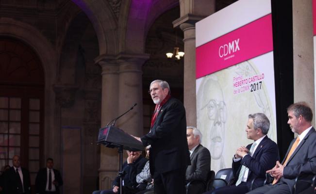 Premio_heberto castillo a Dr. Possani